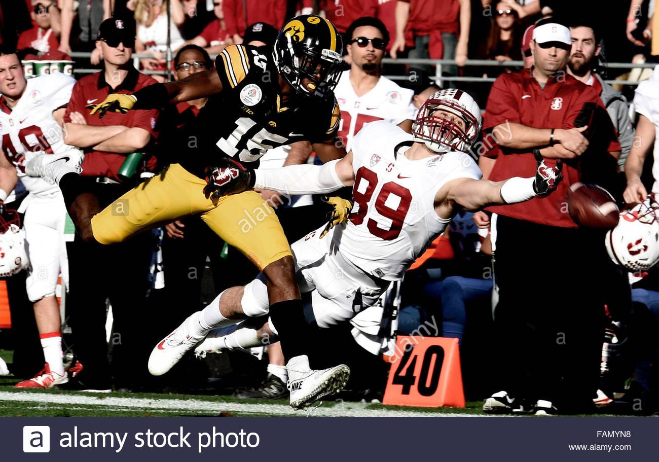 Pasadena, California, USA. 01st Jan, 2016. Stanford wide receiver Devon Cajuste (89) just misses a catch past Iowa's - Stock Image