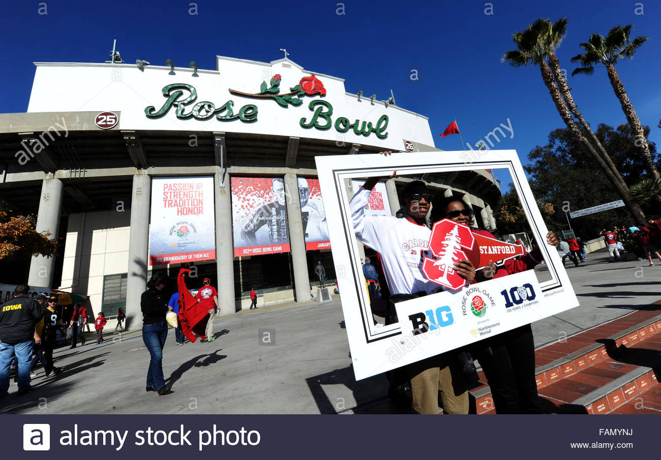 Pasadena, California, USA. 01st Jan, 2016. Johnny and Jessica Ruffin of Memphis, Tennessee pose for a photo prior - Stock Image