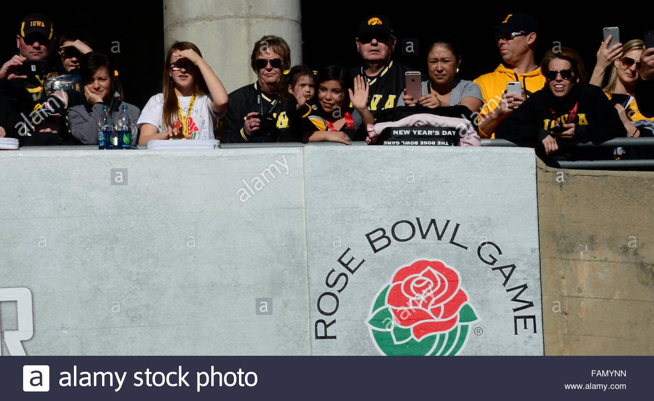 Pasadena, California, USA. 01st Jan, 2016. Iowa fans look on as the team enters the stadium prior to the 102nd Rose - Stock Image