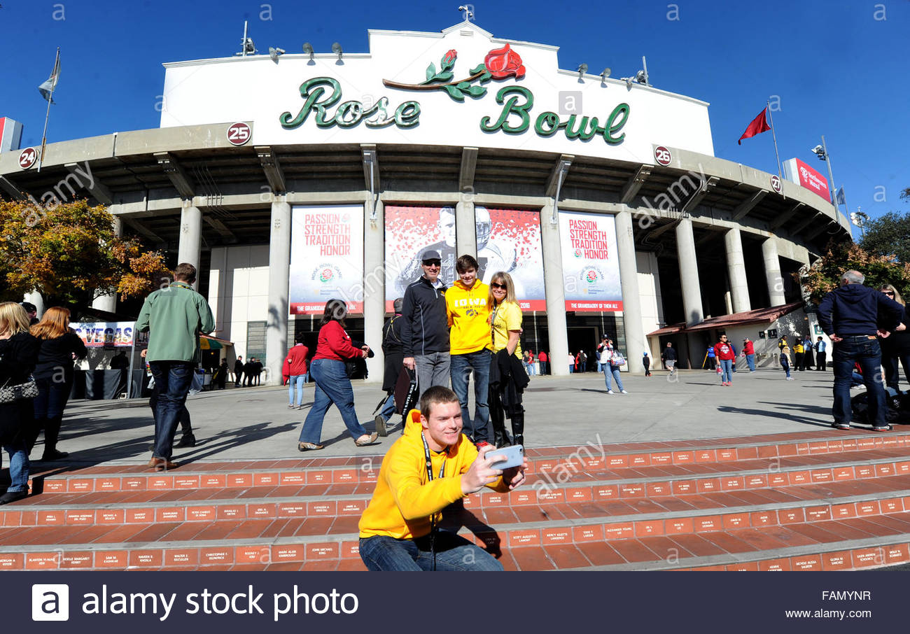 Pasadena, California, USA. 01st Jan, 2016. Iowa fan Michael Olesen, center, takes a selfie of him and his family - Stock Image