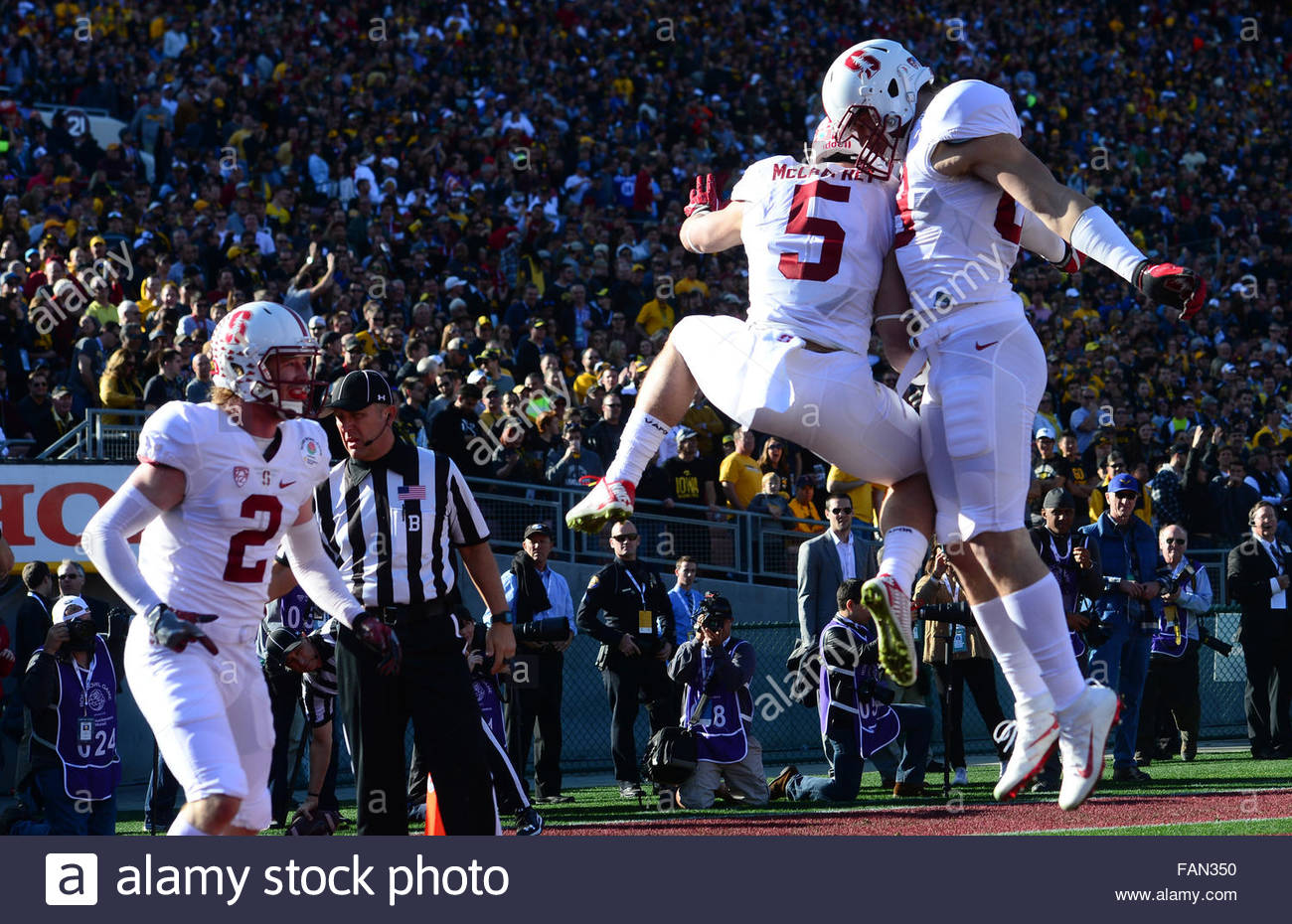 Pasadena, California, USA. 01st Jan, 2016. Stanford running back CHRISTAN MCCAFFREY (5) celebrates after a 75 yard Stock Photo