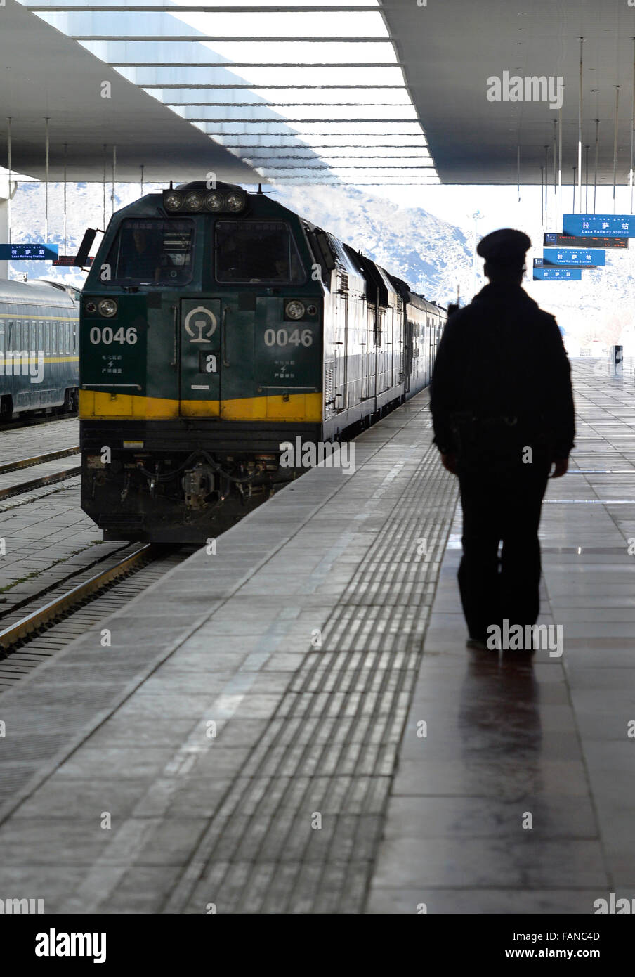 Lhasa, China's Tibet Autonomous Region. 2nd Jan, 2016. A train arrives at a train station in Lhasa, capital - Stock Image