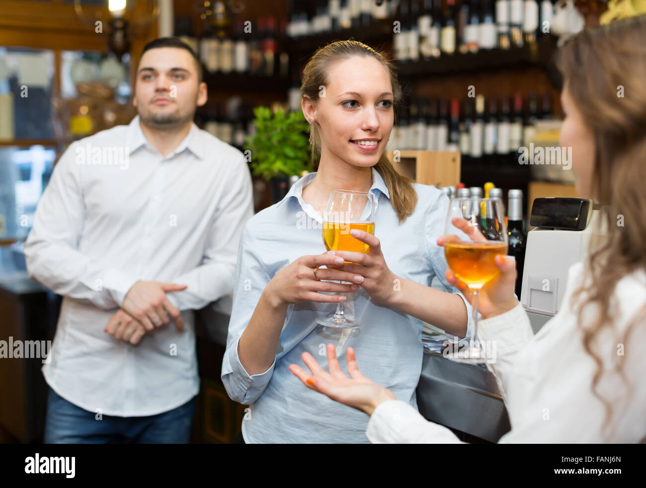 Casual acquaintance of young happy adults at bar - Stock Image