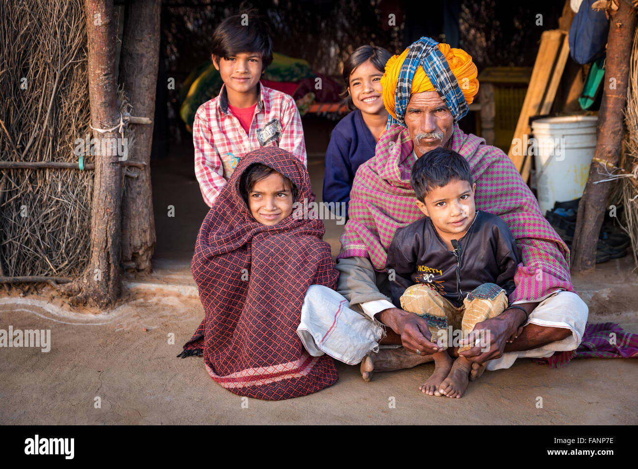 Poor Indian family in front of their house, Pushkar, Rajasthan, India - Stock Image