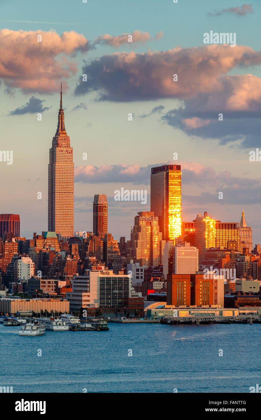 Midtown West Manhattan at sunset with the Empire State Building, One Penn Plaza and the New Yorker Hotel. New York - Stock Image