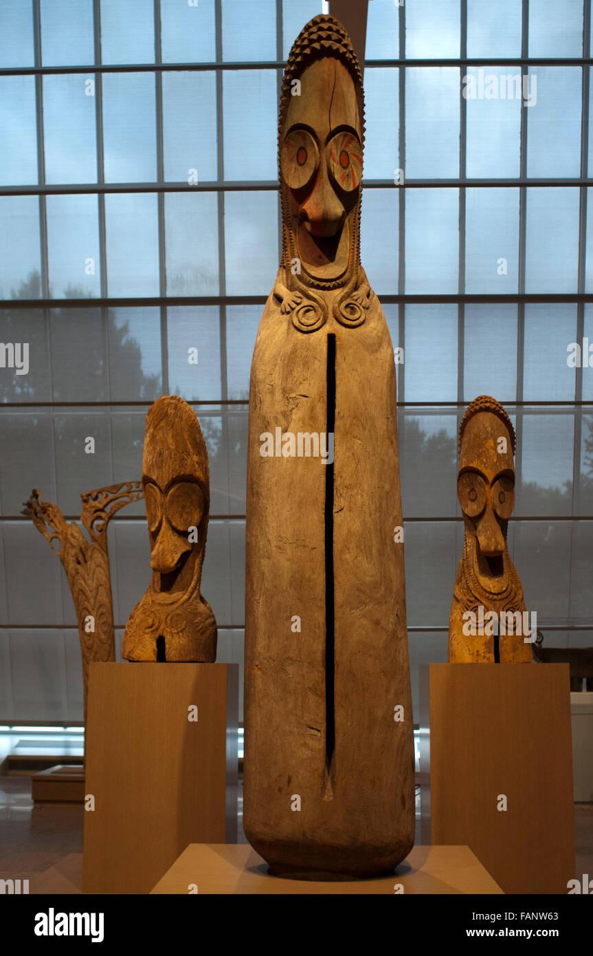 Slit Gong (Atingting Kon), mid– to late 1960s. at the Metropolitan Museum of Art, New York, USA. The towering slit - Stock Image