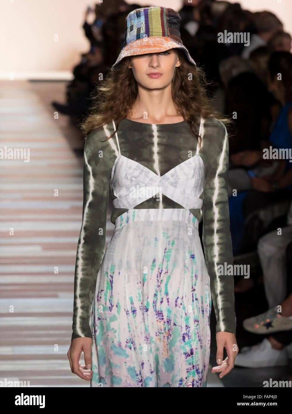 New York, NY - September 10, 2015: Daniela Aciu walks the runway at the BCBG Max Azria fashion show during the Spring - Stock Image