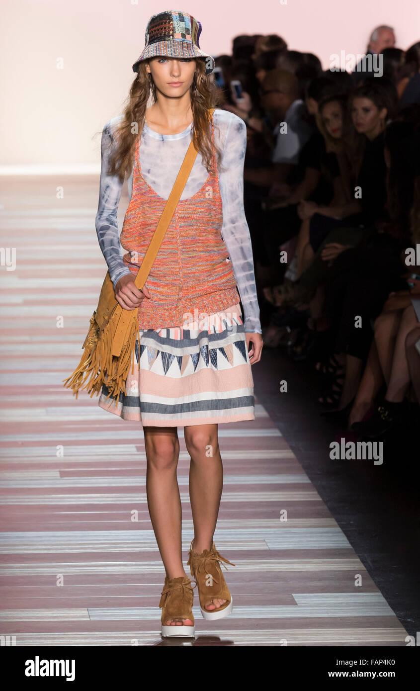 New York, NY - September 10, 2015: Vera Vavrova walks the runway at the BCBG Max Azria fashion show during NYFW - Stock Image