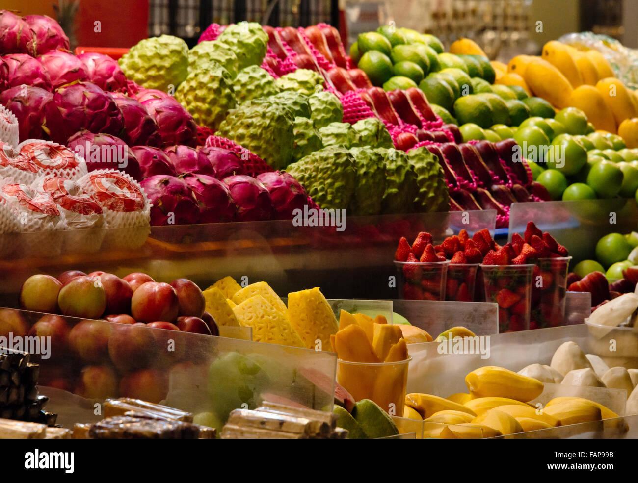 Selling fruit at Shilin Night Market, Taipei, Taiwan Stock