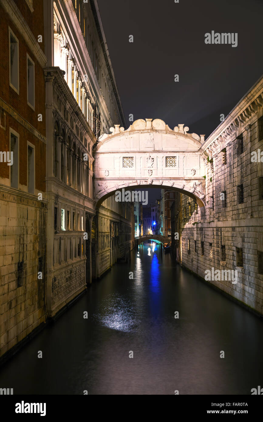 Bridge of sighs in Venice, Italy at the night time - Stock Image