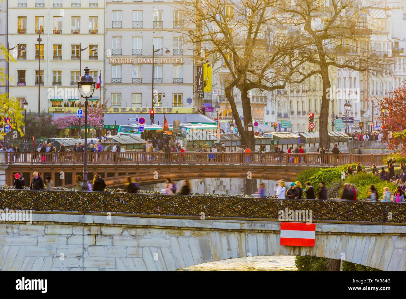 view of Notre Dame Hotel along the River Seine and Pont de l'Archevêché bridge, Paris - Stock Image