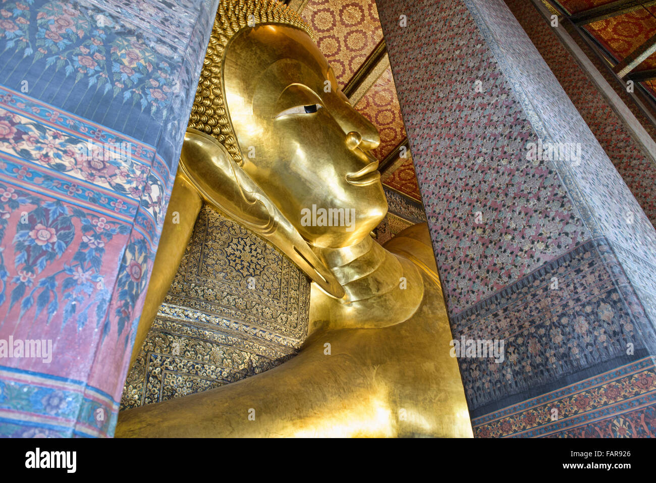 Giant reclining Buddha at Wat Pho in Bangkok, Thailand - Stock Image