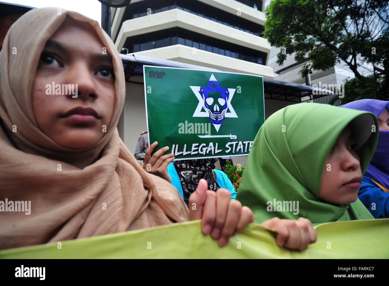 Jakarta, Indonesia. 4th Jan, 2016. Indonesian activists holding placards attend a protest against the execution - Stock Image