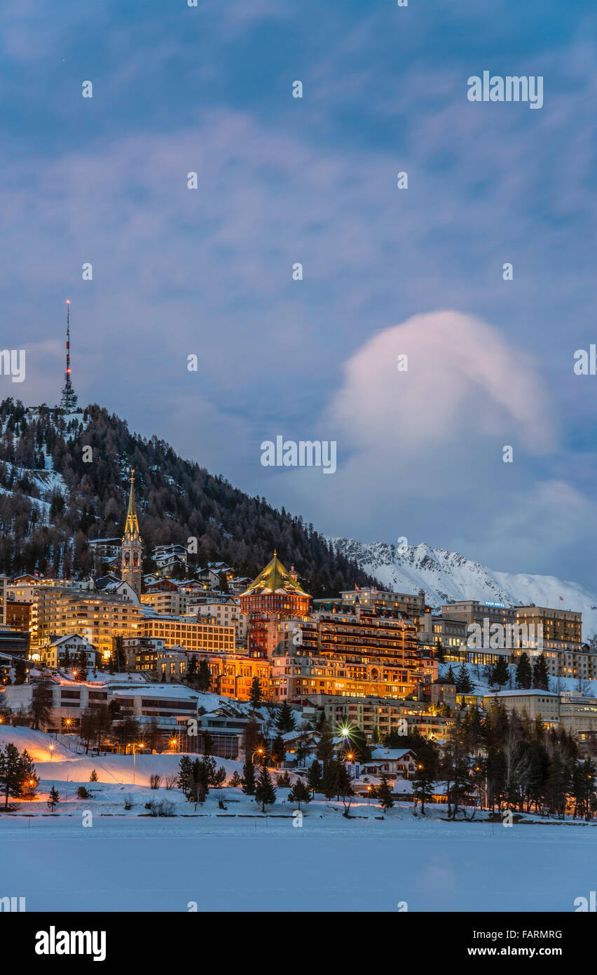 Night image of St.Moritz Village and Lake St.Moritz, Switzerland | St.Moritz Dorf und See bei Nacht im Winter, Engadin, - Stock Image