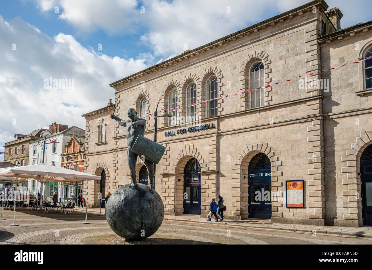 Bronze sculpture of a drummer by Tim Shaw in front of Hall of Cornwall, Truro, England, UK - Stock Image