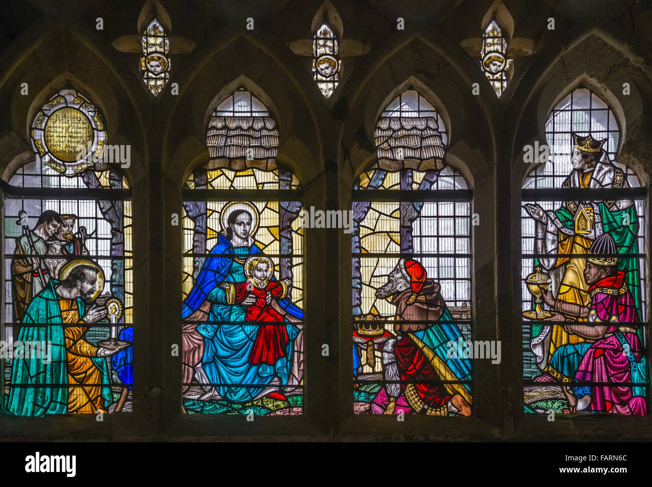Colorful lead glass window at the Exeter Cathedral, Devon, England, UK | Farbenfrohe Bleiverglasung in der Kathedrale Stock Photo