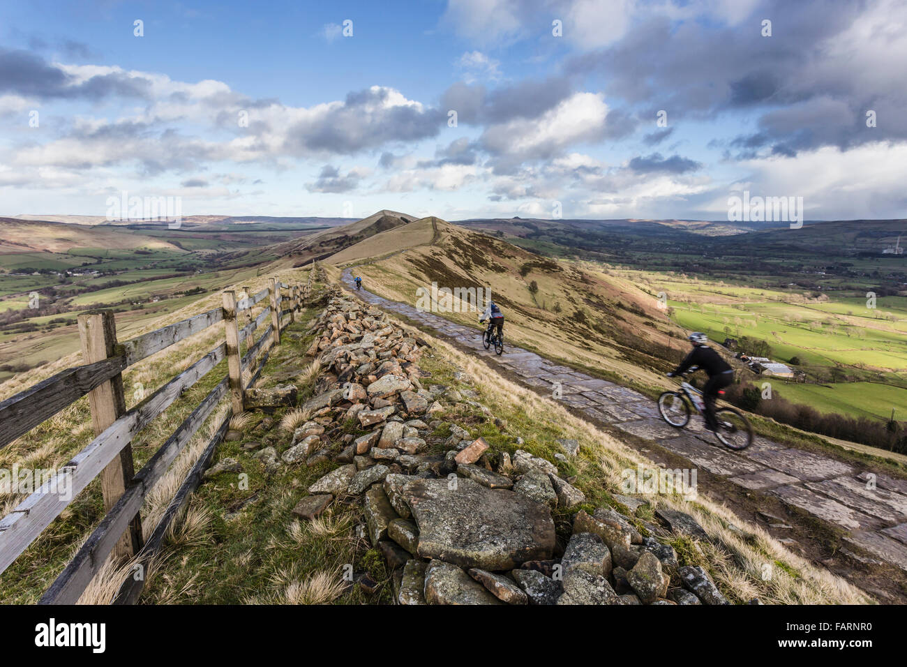 Mountain bikers enjoying the route along the Great Ridge from Mam Tor to Loose Hill - Stock Image