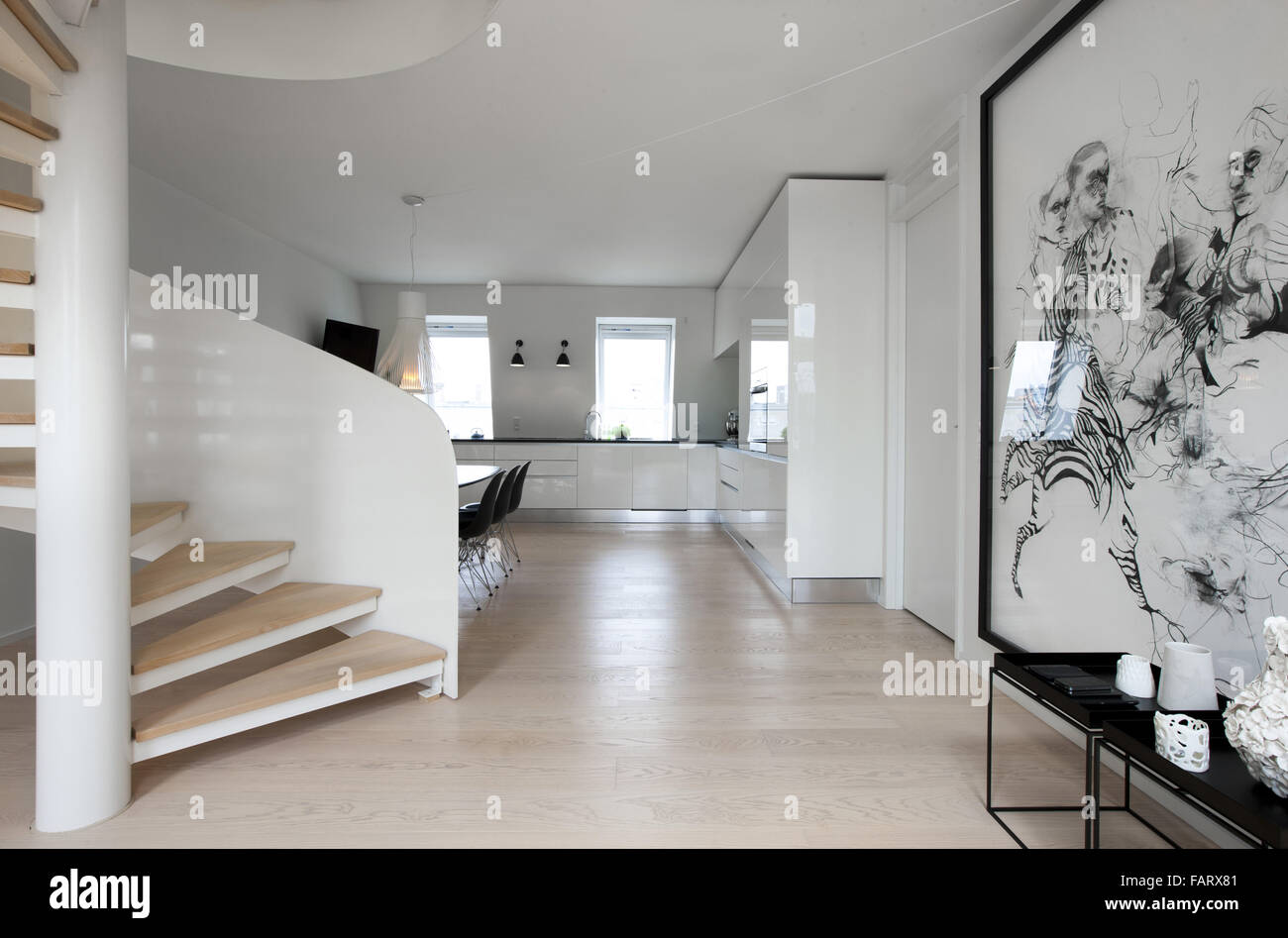 No nonsense, Modern apartment in Copenhagen. White walls and a wooden floor. Art pieces and minimalist style. Spiral - Stock Image