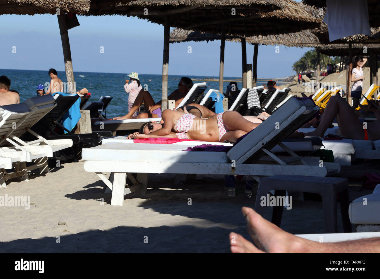 sleeping on the sun lounger bed beach snooze - Stock Image