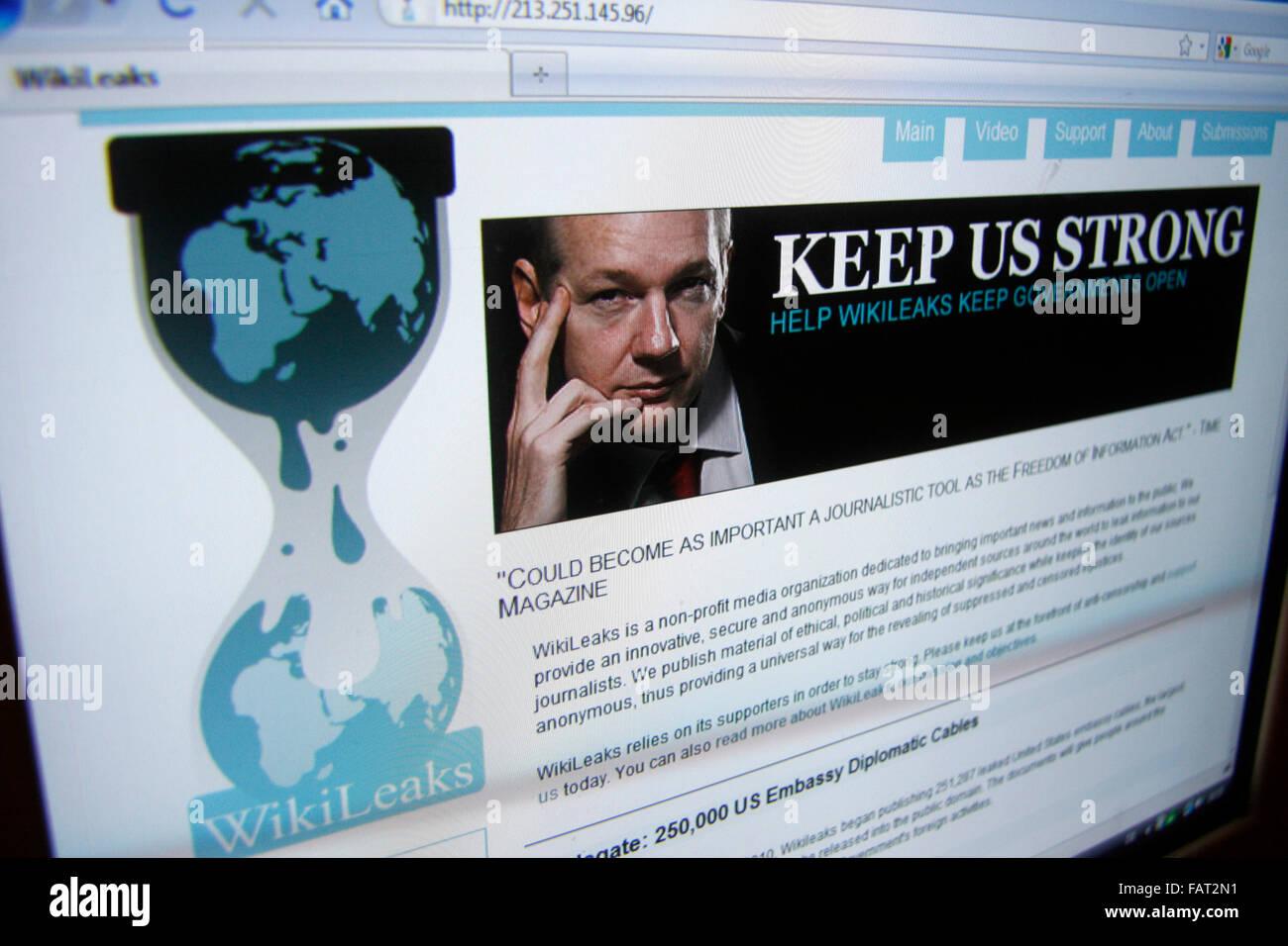 Julian Assange von der Internet-Plattform 'wikileaks' fordert zur Unterstuetzung auf, nachdem die Hauptseite - Stock Image