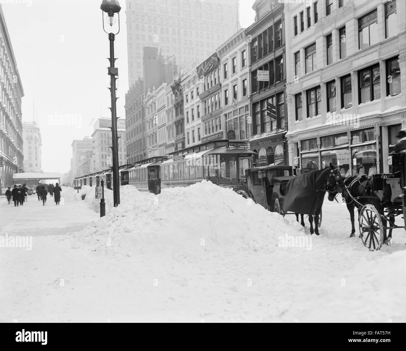 Blockaded Transportation after Snow Storm,  23rd Street, New York City, USA, circa 1905 - Stock Image