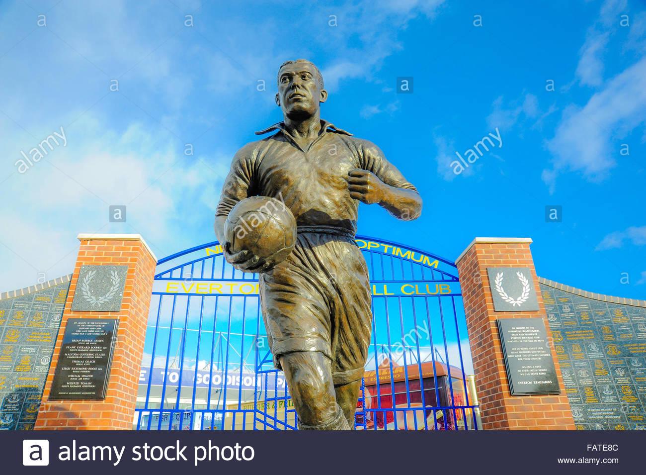 View of the statue of William Ralph (Dixie) Dean & EFC gates, Everton Football Club, outside Goodison Park, Walton, Stock Photo