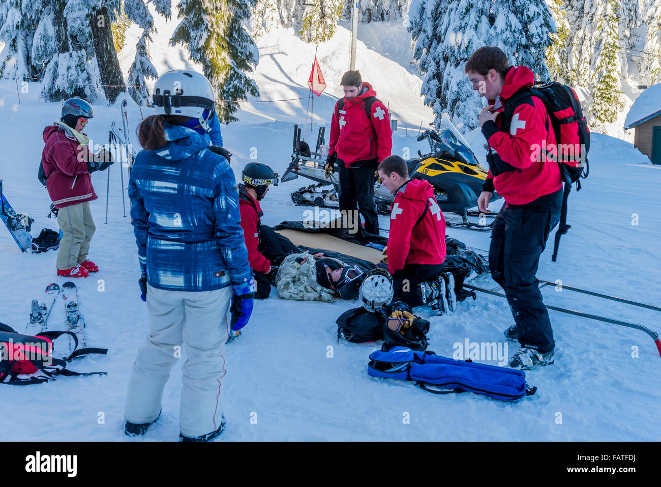 First aid attendants help injured skier. snowboarder, Mount Seymour Provincial Park, North Vancouver, British Columbia, - Stock Image
