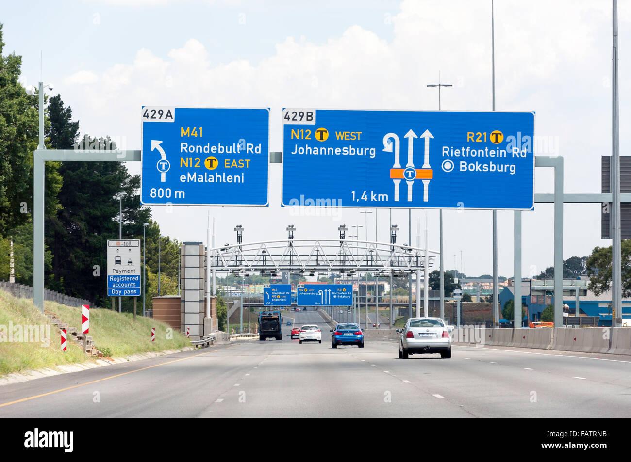 E-toll barrier on M21 Motorway, Kempton Park, Ekurhuleni Metropolitan Municipality, Gauteng Province, Republic of - Stock Image