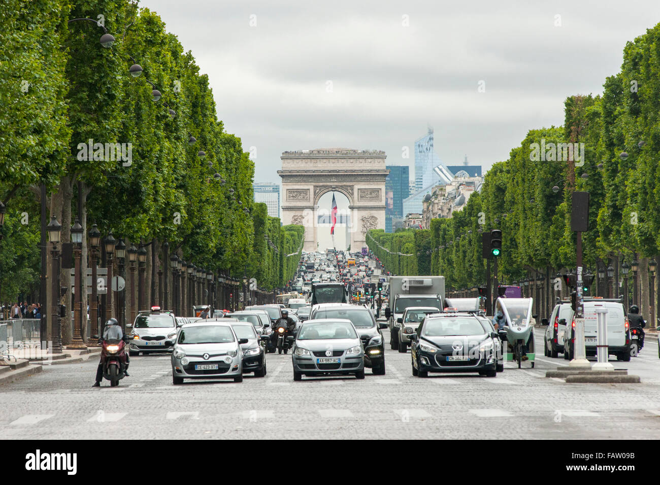 View up the Avenue des Champs Élysées looking towards the Arc De Triomphe in Paris. - Stock Image