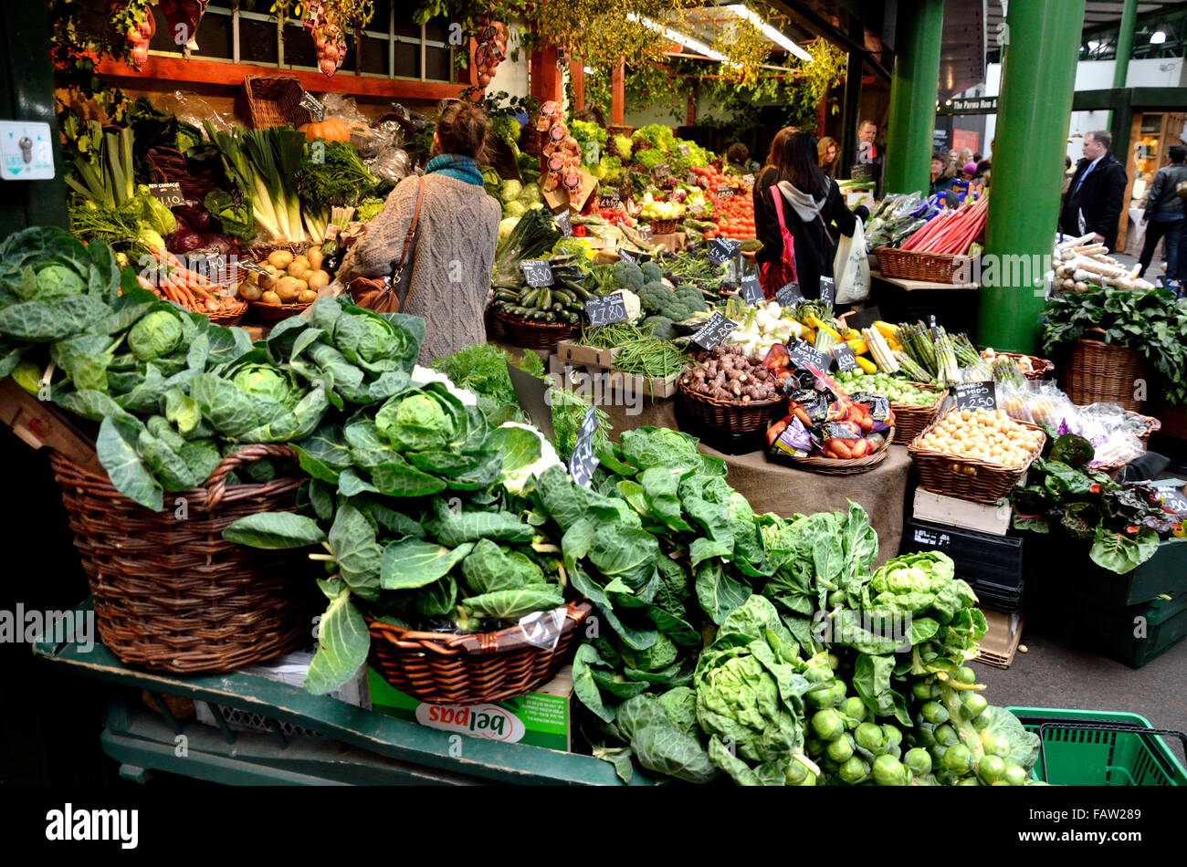 London, England, UK. Borough Market, Southwark, vegetable stall - Stock Image