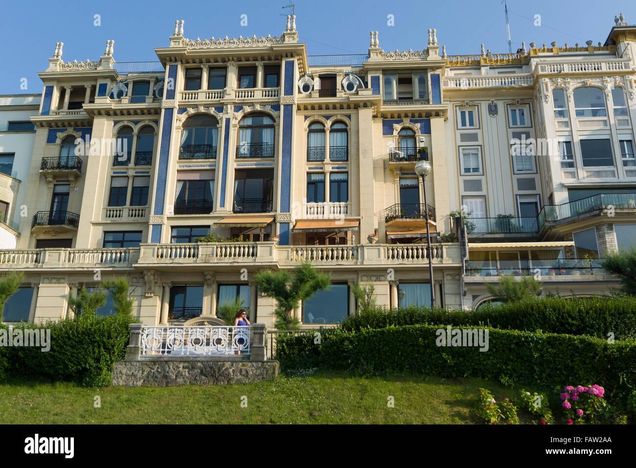 Houses on the beach promenade, San Sebastián, Gipuzkoa, Basque Country, Spain - Stock Image