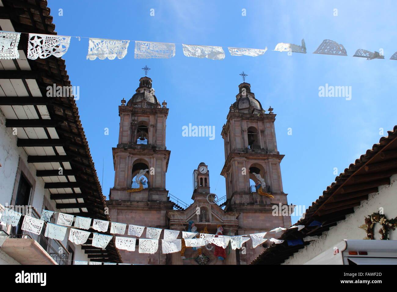 Church in the main square of Valle de Bravo, Estado de México, Mexico - Stock Image