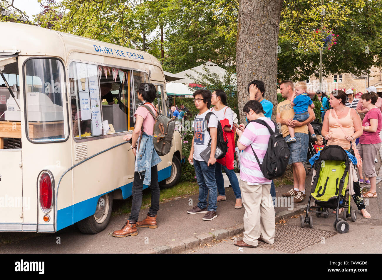 People que for ice creams at Bourton-On-The-Water in Gloucestershire , England , Britain , Uk - Stock Image