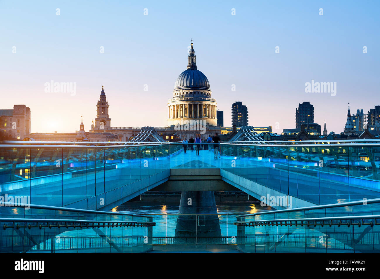 London, Millennium bridge illuminated - Stock Image