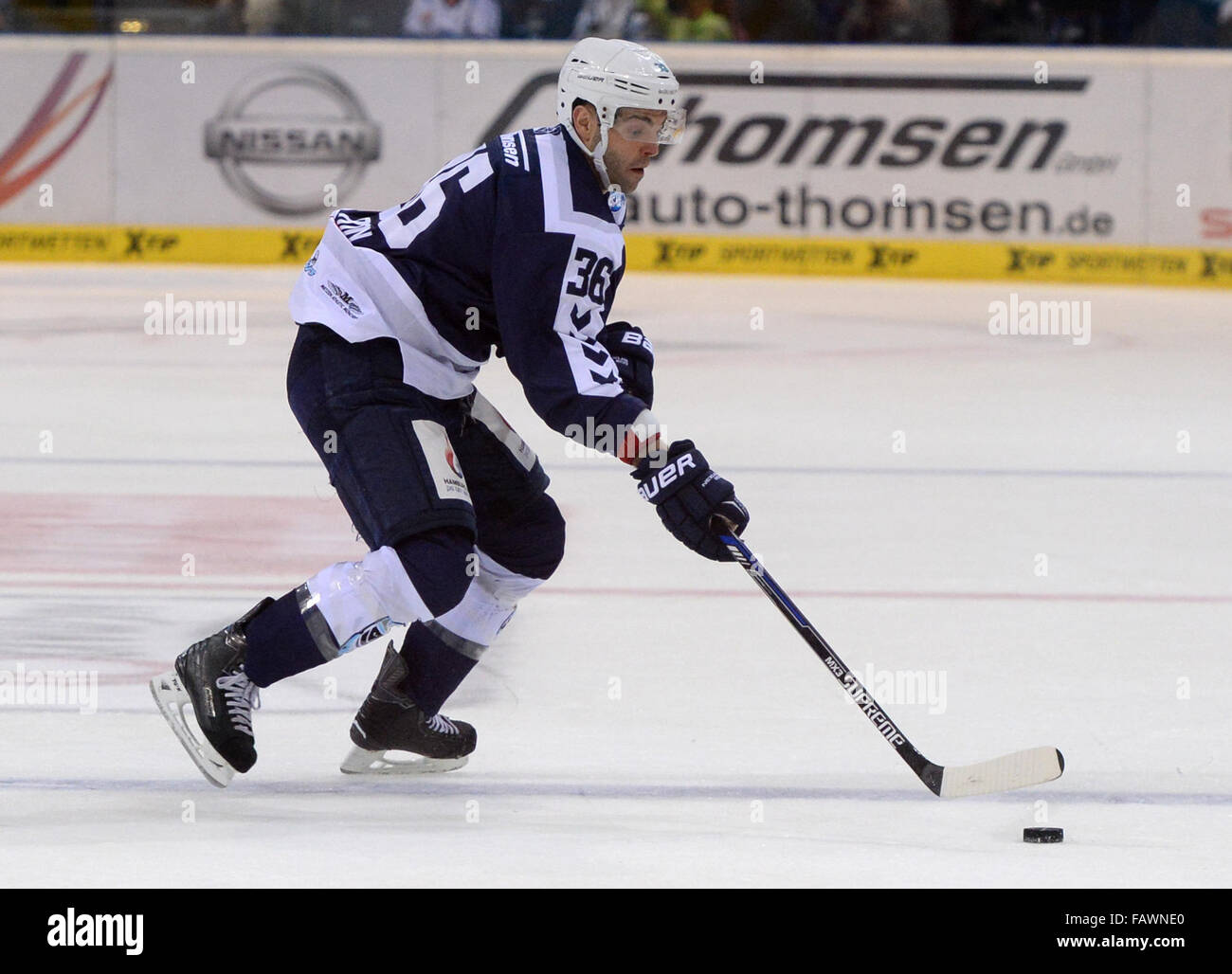 Hamburg, Germany. 30th Oct, 2015. Hamburg's Mathieu Roy in action during the German DEL ice hockey match between - Stock Image