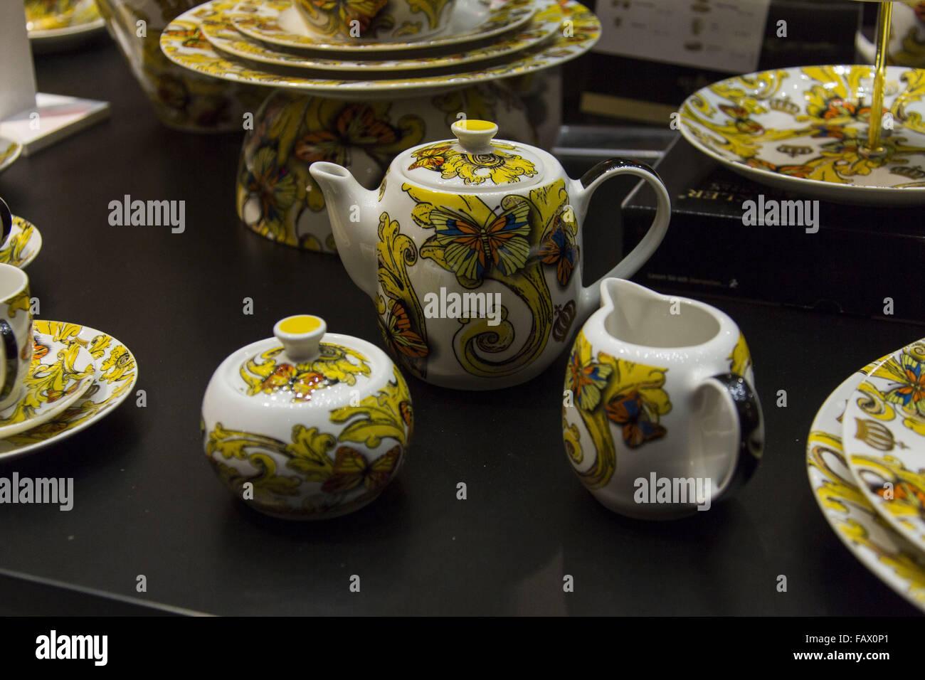 Beeindruckend Möbelhaus Hamburg Hamburg Sammlung Von Harald Gloeoeckler Presents His New Porcelain Collection