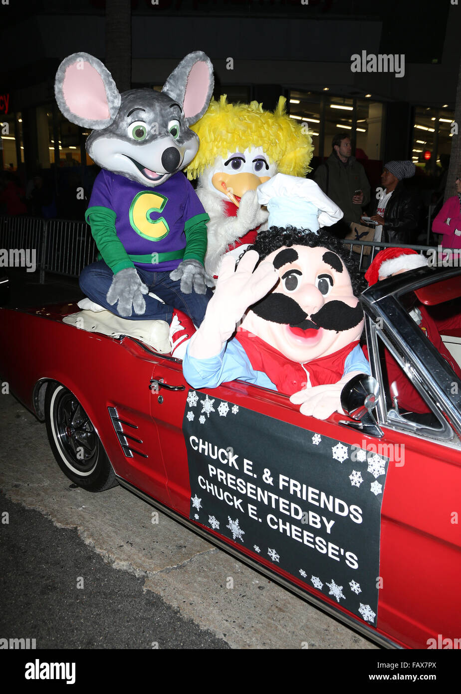 Chuck E Cheese Christmas.2015 Hollywood Christmas Parade Car Shots Featuring Chuck E