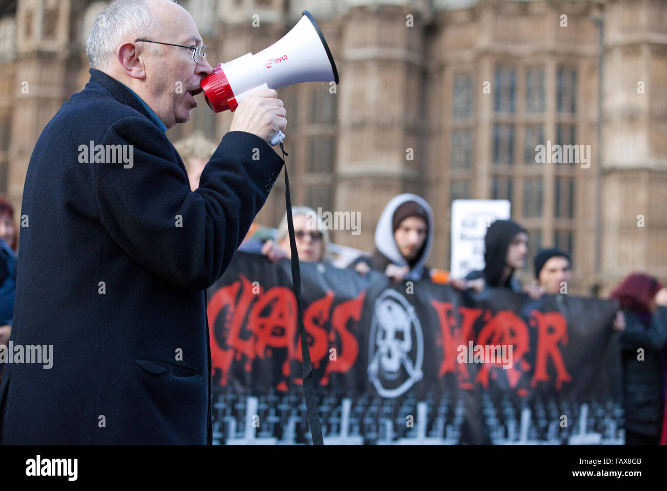 London, UK. 5th January, 2016. Ian Bone, founder of Class War, addresses the Kill the Housing Bill rally opposite - Stock Image