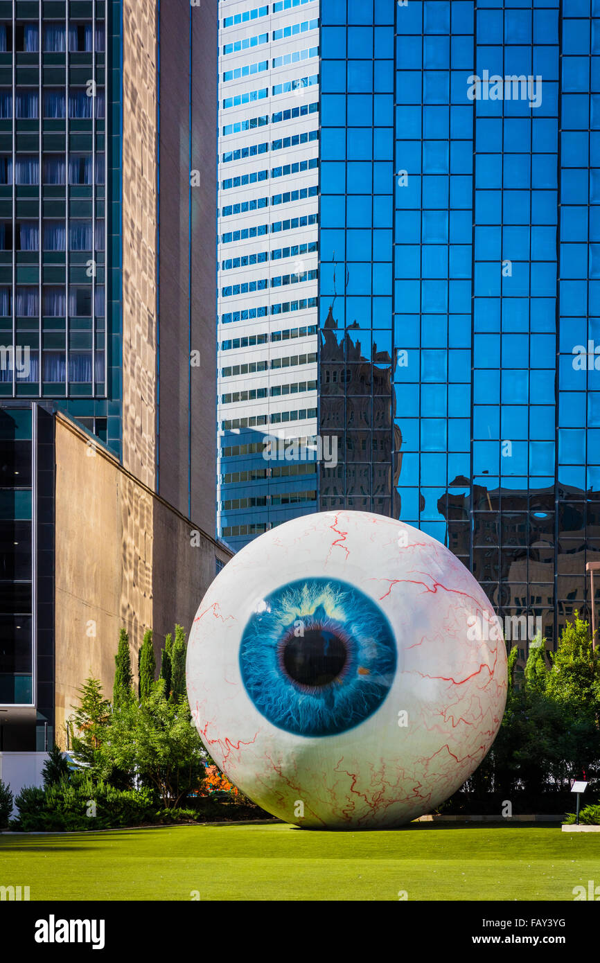 'Eye', a 30-foot-tall sculpture by contemporary artist Tony Tasset, in downtown Dallas, Texas - Stock Image
