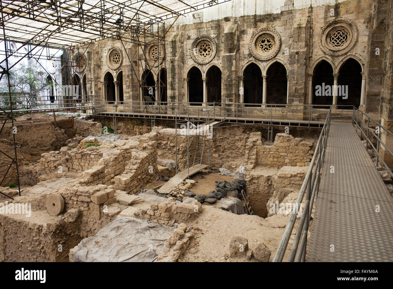 Archaeological excavations in the cloister garden of Lisbon Cathedral, Portugal - Stock Image