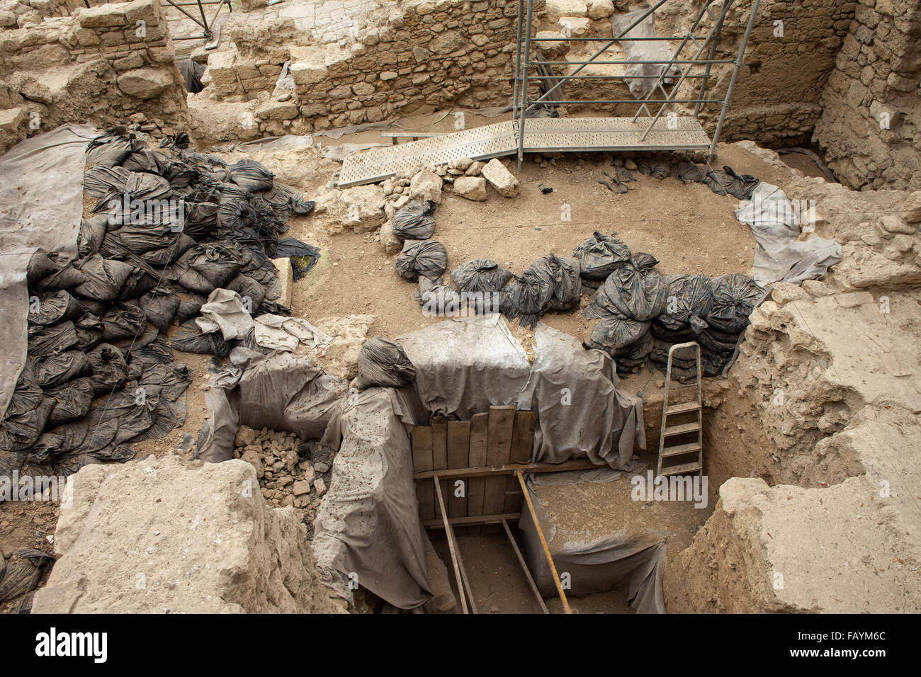 Archaeological excavations in the cloister of Lisbon Cathedral, Portugal - Stock Image