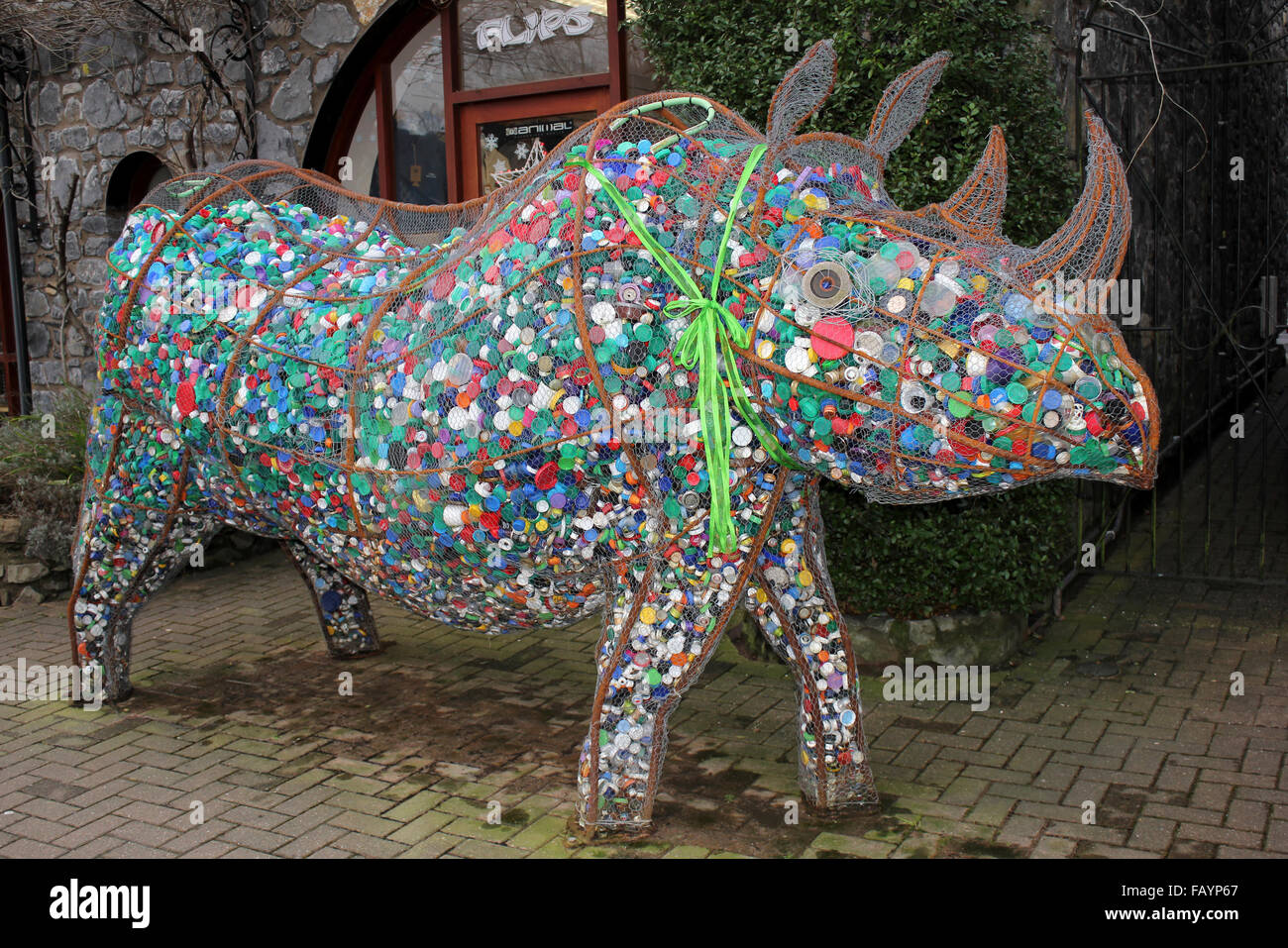 'Edith' A Metalwork Rhino filled with discarded Bottle-tops to Raise Awareness of Rhinoceros Poaching - Stock Image
