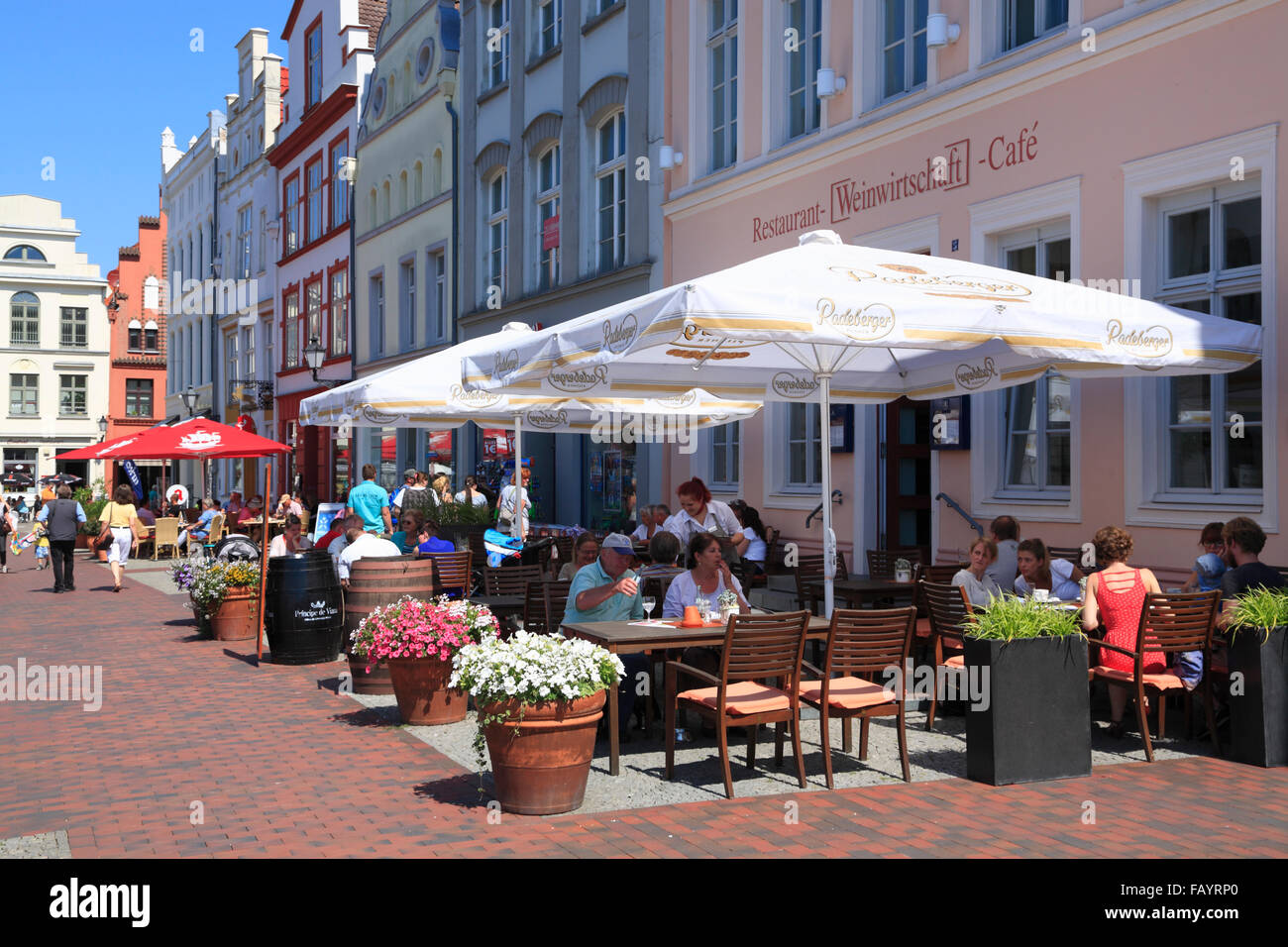 Houses with cafes at market square,Wismar, Baltic Sea, Mecklenburg Western Pomerania, Germany, Europe - Stock Image