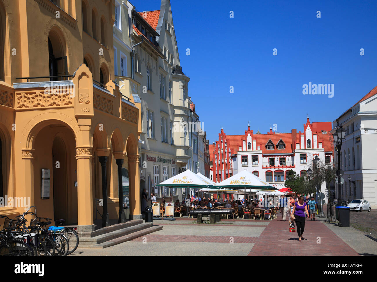 Cafes at market square, Wismar, Baltic Sea, Mecklenburg Western Pomerania, Germany, Europe - Stock Image