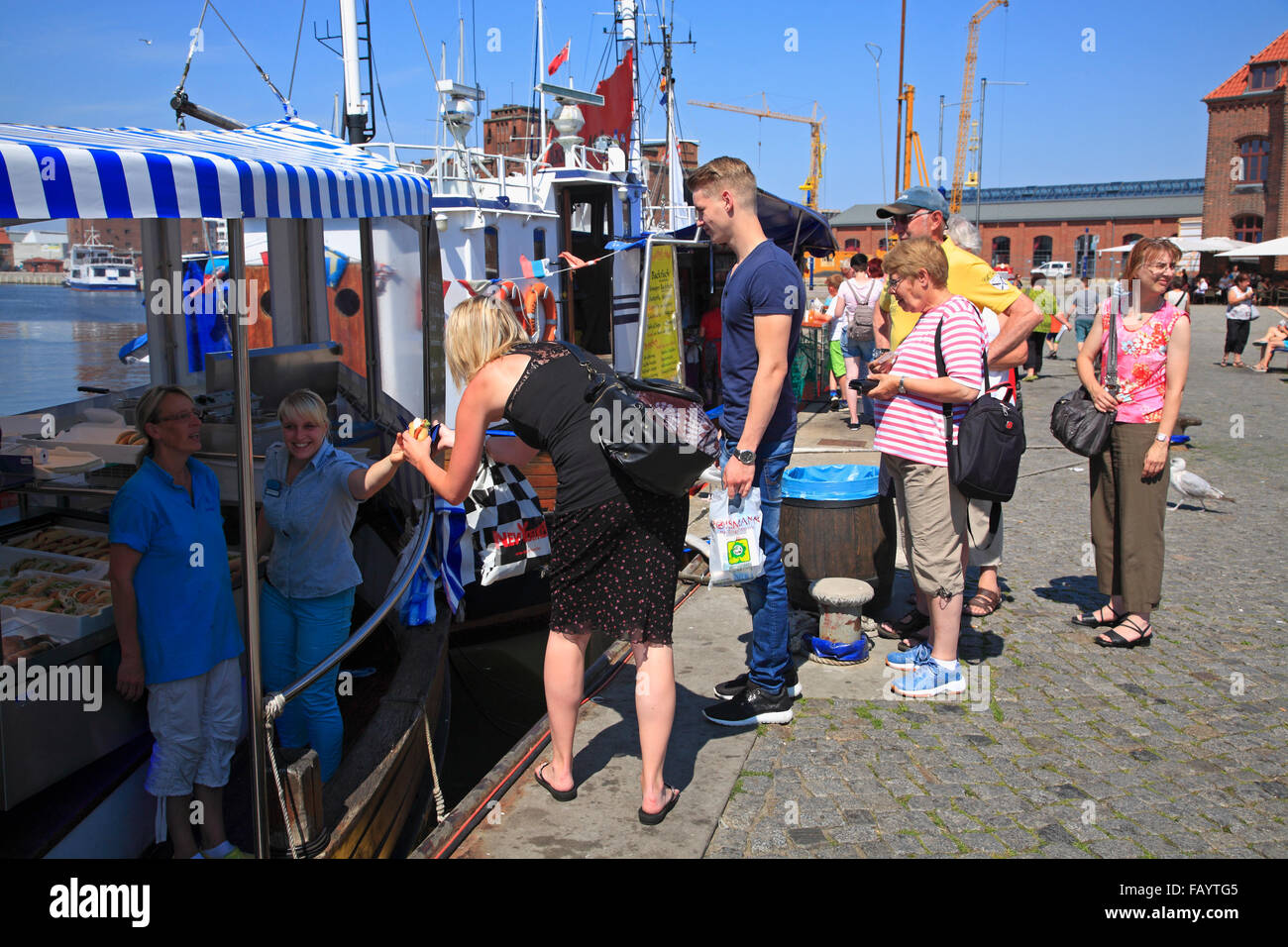 Selling fish from the trawler in the old harbour, Wismar, Baltic Sea, Mecklenburg Western Pomerania, Germany, Europe - Stock Image