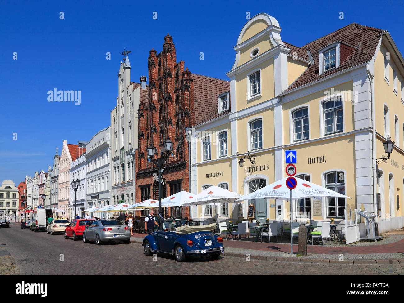 Houses with cafes at market square, Wismar, Baltic Sea, Mecklenburg Western Pomerania, Germany, Europe - Stock Image