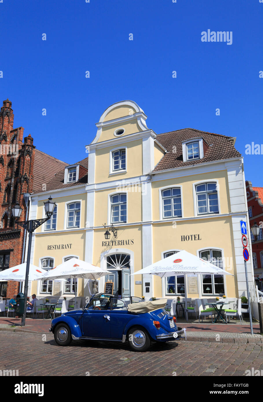 Hotel and Restaurant Reuterhaus at market square, Wismar, Baltic Sea, Mecklenburg Western Pomerania, Germany, Europe - Stock Image