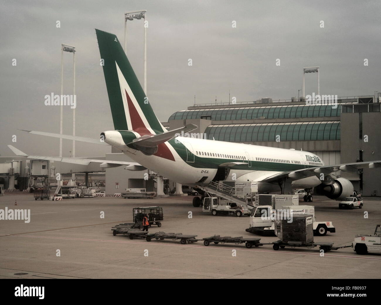 AJAXNETPHOTO. 3RD DECEMBER, 2015. FIUMICINO, ROME, ITALY. - ALITALIA AIRBUS - AN A330_202 AIRBUS PASSENGER JET LOADING - Stock Image