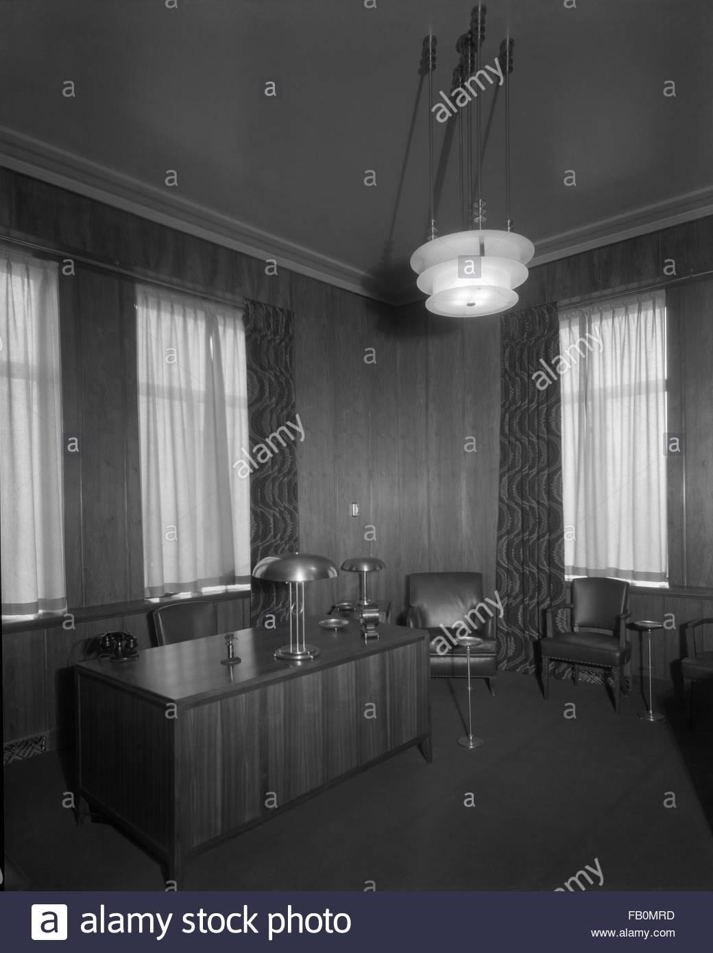 Interior, large office. Jewel Tea Company in Barrington (Ill.), 1930 Apr. 12. - Stock Image