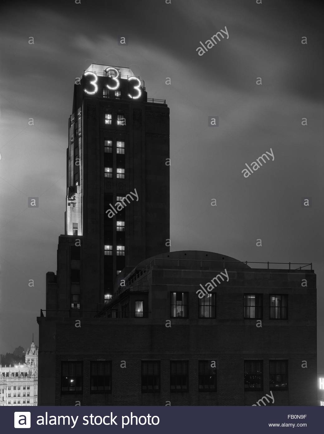 333 North Michigan Avenue in Chicago (Ill.), 1932 June 6. Exterior view of the south facade of the tower portion - Stock Image